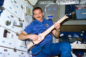 Chris-hadfield-guitar